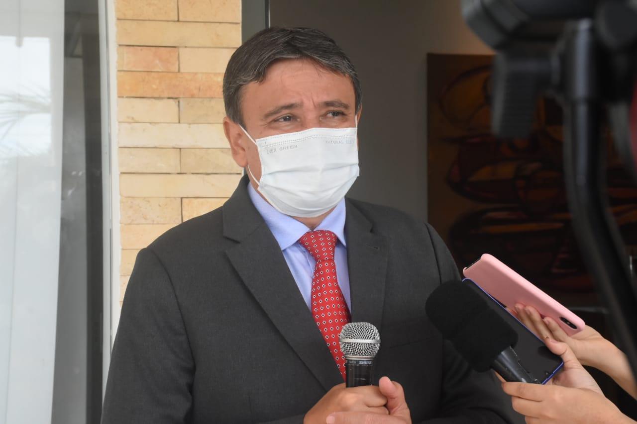 Governador Wellington Dias em coletiva (Foto: Paulo Barros)