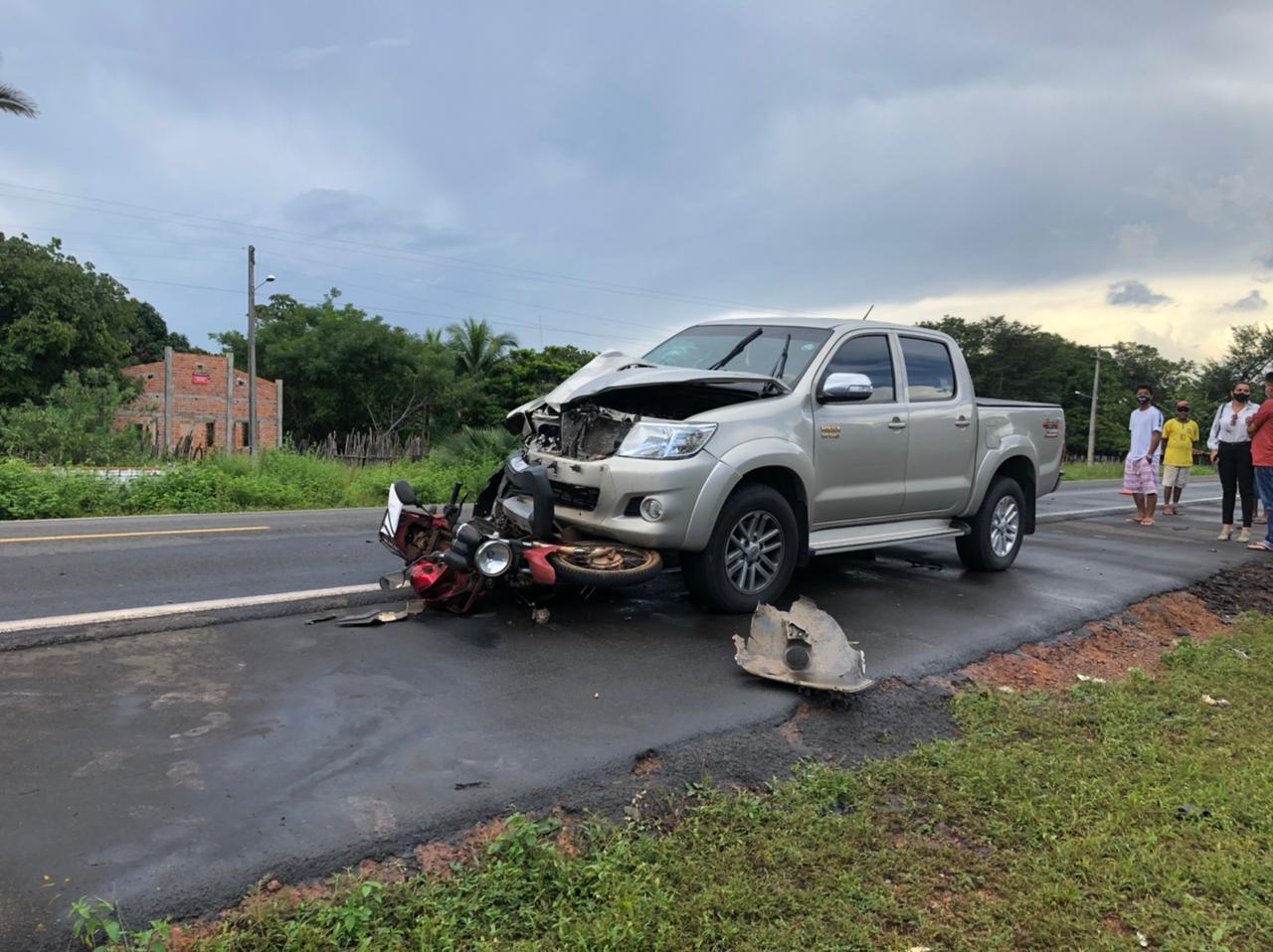 Motorista da caminhonete não conseguiu desviar do motociclista - Foto: Helder Felipe/Meio Norte