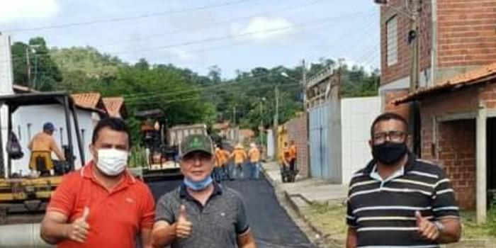 Prefeito João Luiz acompanha obras de pavimentação asfáltica nos bairros de Monsenhor Gil