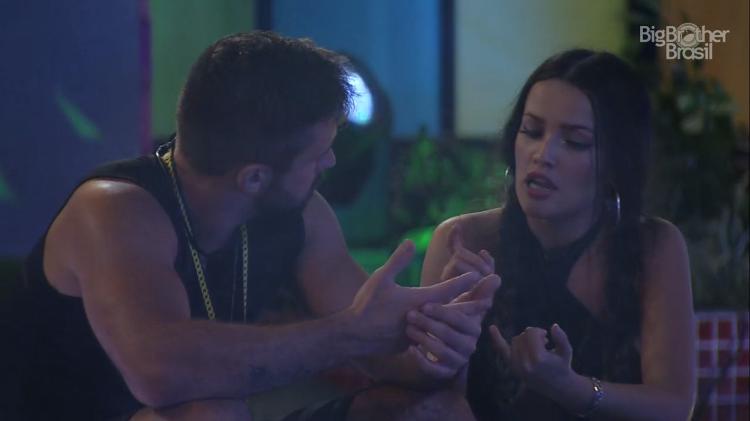 Arthur e Juliette discutem sobre o jogo - Foto: Globo