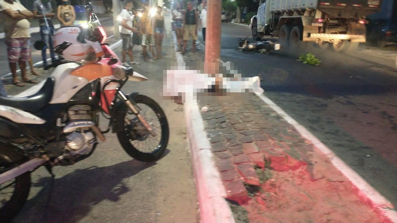 Homem teve mal súbito e colidiu em um poste (Foto: Kilson Dione/ Portal Meio Norte)