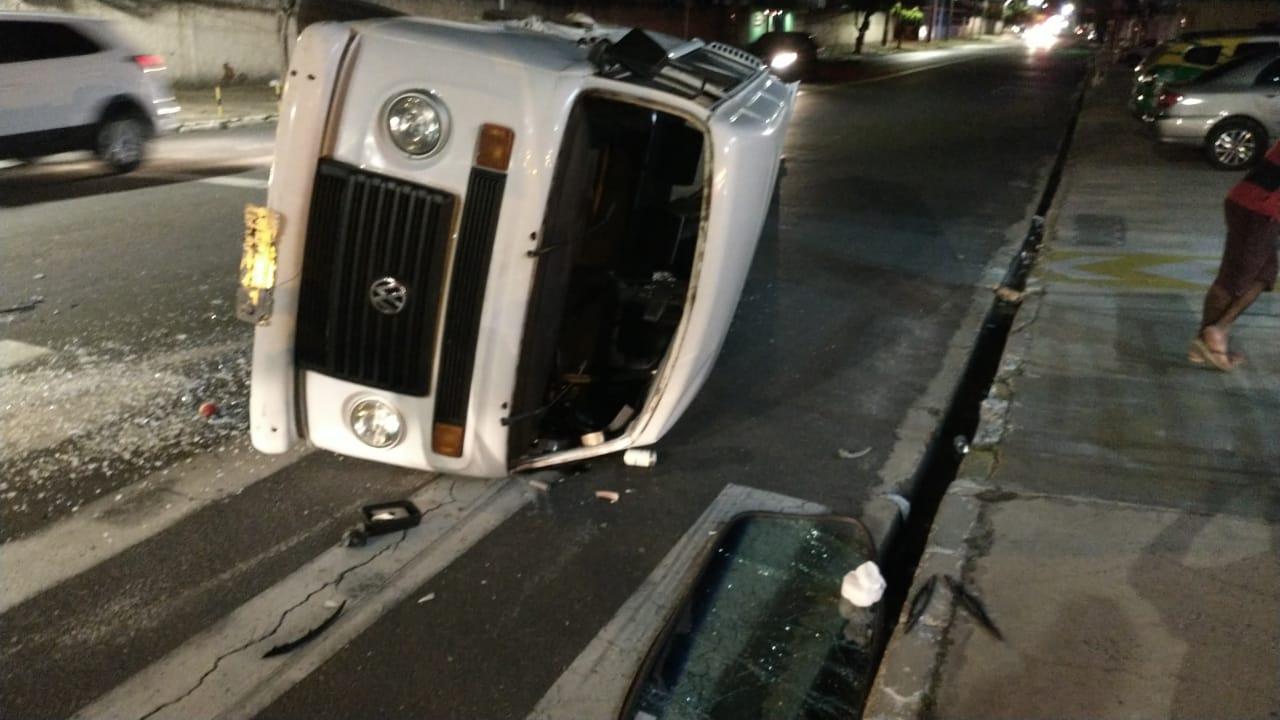 Acidente envolvendo dois veículos deixa cinco feridos
