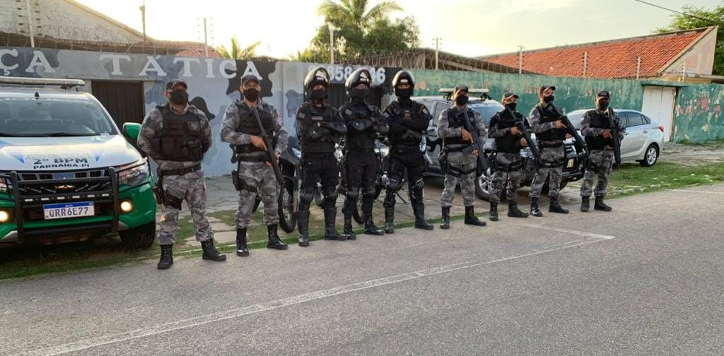 Polícia Militar prende 6 homens por roubos de carros e tráfico - Foto: Divulgação