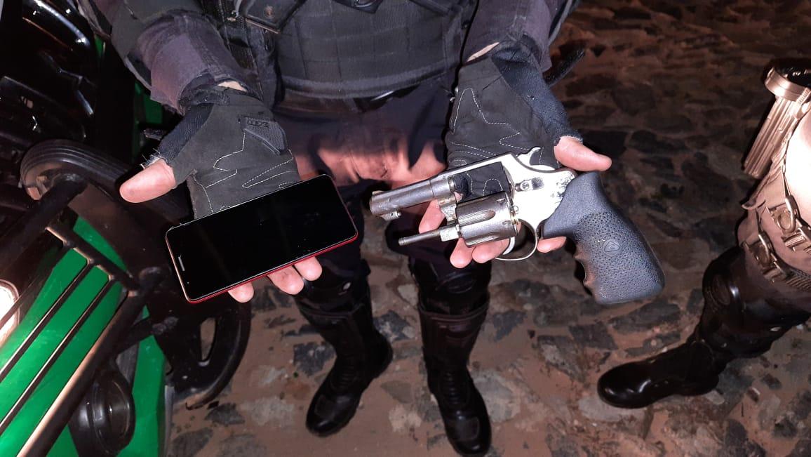 Polícia Militar prende 6 homens por roubos de carros e tráfico - Divulgação