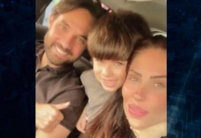 Dr. Jairinho, Henry e Monique Medeiros pousam para selfie em carro