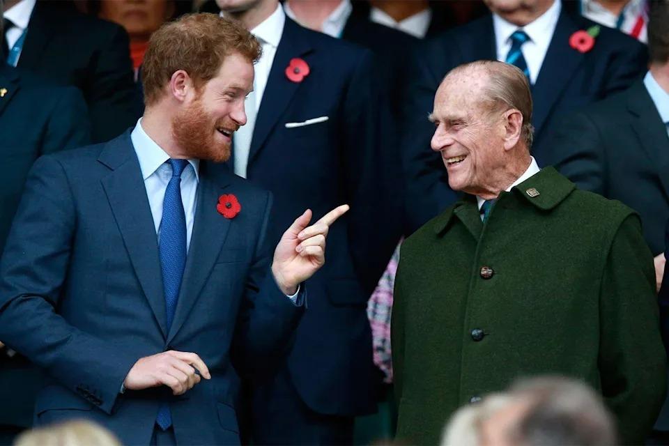 Príncipe Harry e seu avô, Príncipe Philip