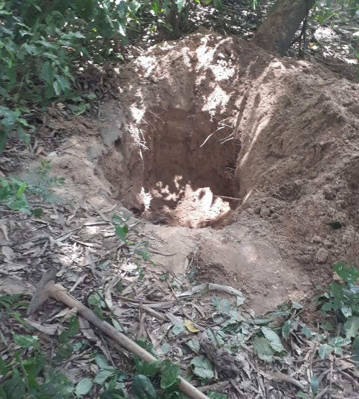 Elementos foram encontrados fazendo uma cova para enterrar o corpo da jovem (Foto: Reprodução/ WhatsApp)