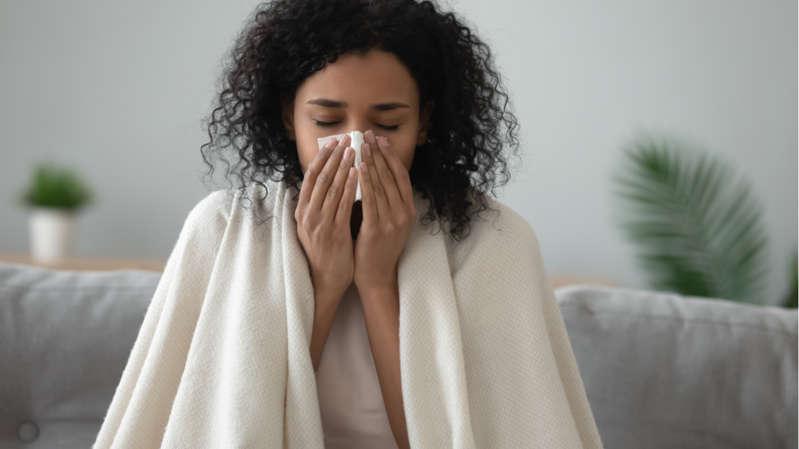 Saiba quais são as semelhanças e diferenças entre a gripe e a covid (Foto: Shutterstock)