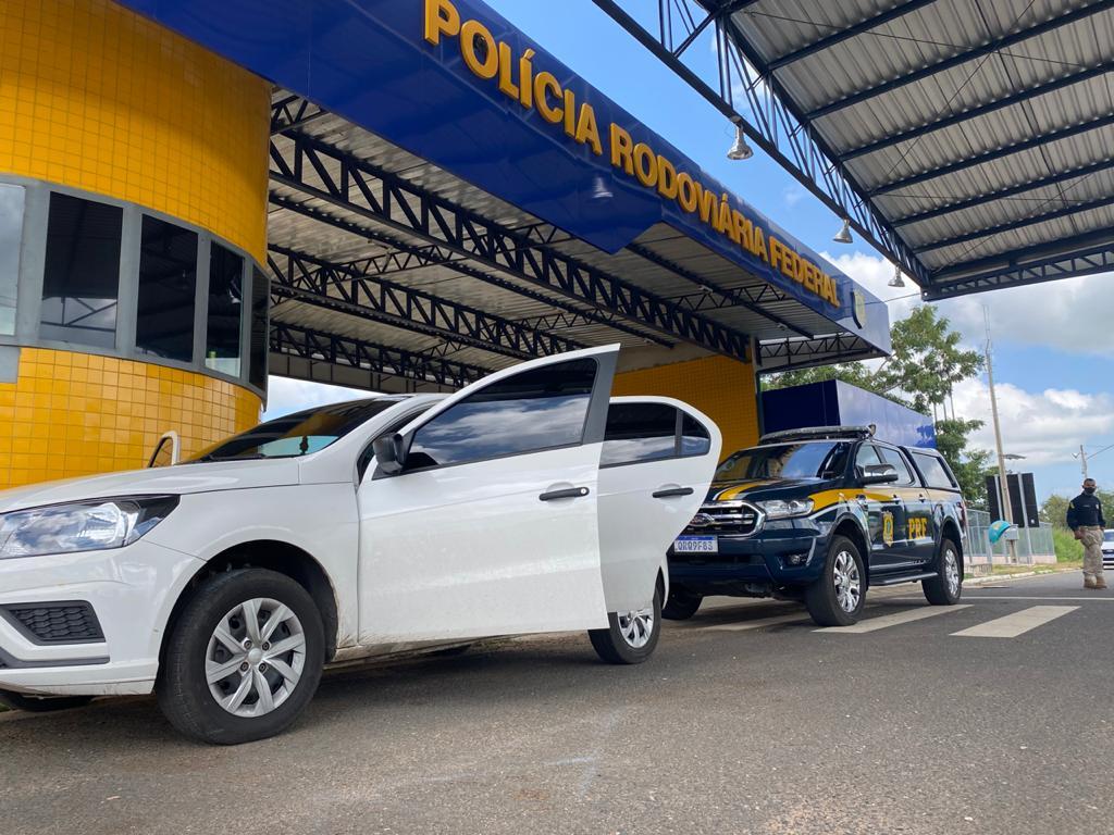 Veículo abordado pelos policiais rodoviários - Foto: Divulgação