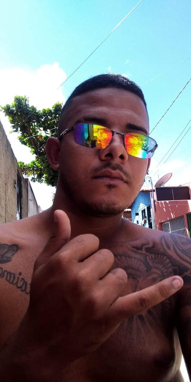 Jovem baleado em calçada na zona Sudeste de Teresina - Foto: Divulgação