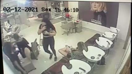 Imagens mostram mãe de Henry no salão de beleza no dia em que Jairinho agrediu o menino