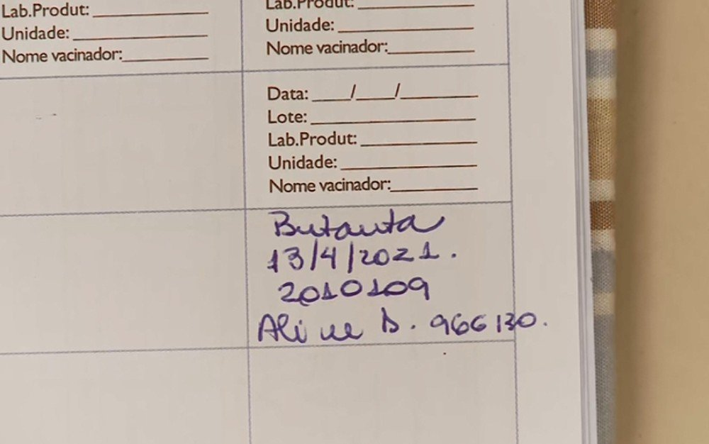 Carteirinha de criança de 1 ano e 10 meses consta a primeira dose da Coronavac — Foto: Reprodução EPTV