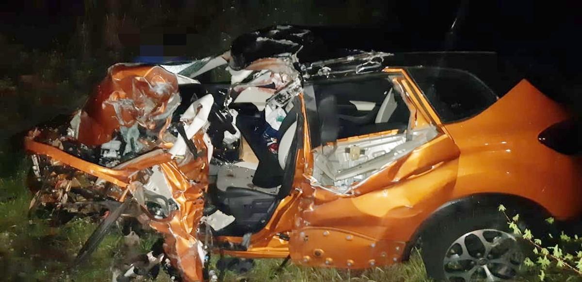 Veículo conduzido pelo médico destruído após grave colisão - Foto: Divulgação