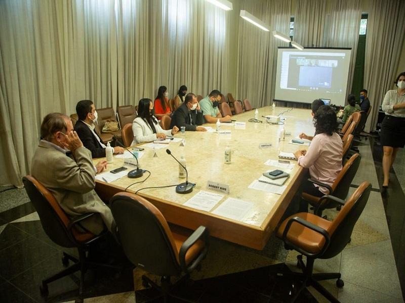 A reunião híbrida, com a participação online dos membros do Ministério - Foto: Divulgação