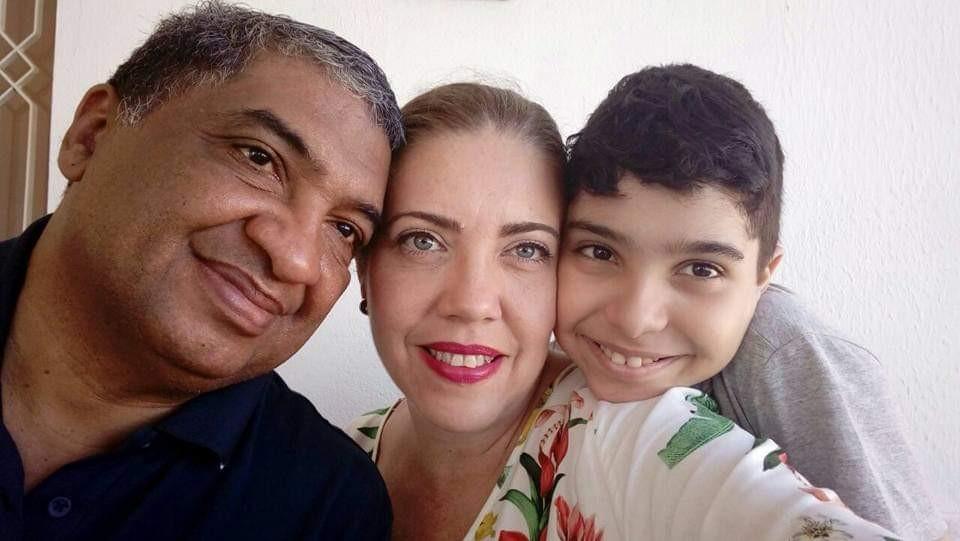 Gustavo Mariano com a esposa, Genny, e o filho Miguel (Foto: Arquivo Pessoal/Gustavo Mariano)