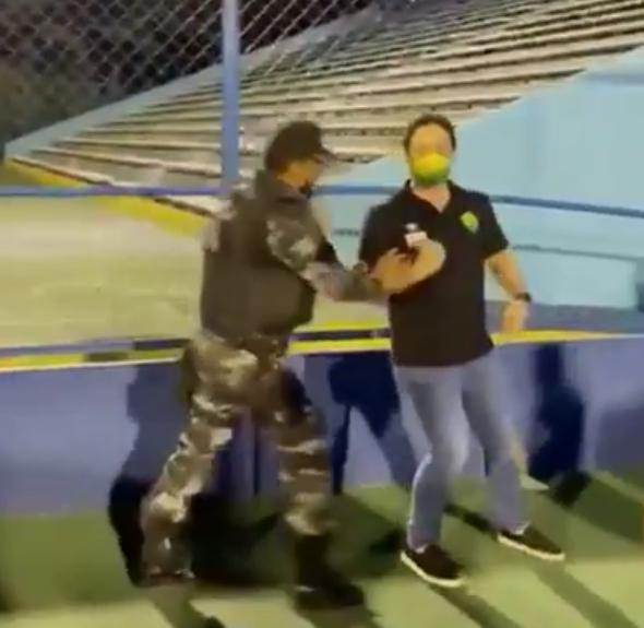 Presidente do Cuibá é retirado do Estádio (Foto: reprodução)