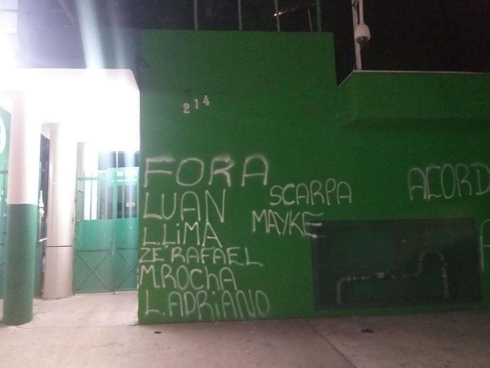 """Muro do Palmeiras é pichado após mais uma derrota: """"Acorda, Abel"""" - Imagem 2"""