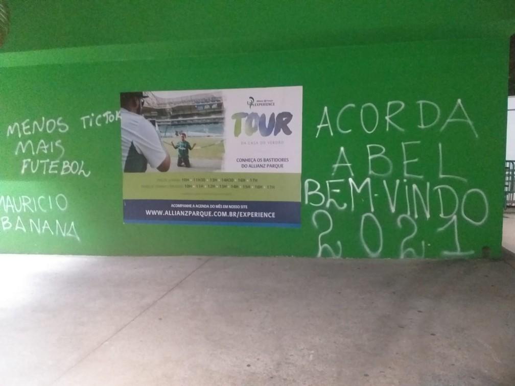 """Muro do Palmeiras é pichado após mais uma derrota: """"Acorda, Abel"""" - Imagem 1"""