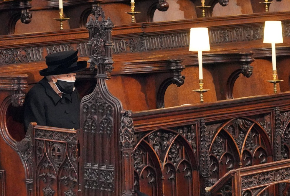 Rainha Elisabeth II na Caoela de São Joge (Foto: Victoria Jones/Pool/Reuters )