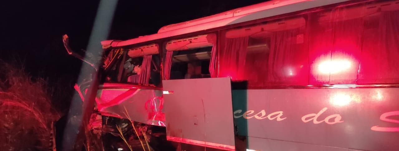 PI. Vítimas de colisão entre ônibus e carreta são identificadas - Imagem 1