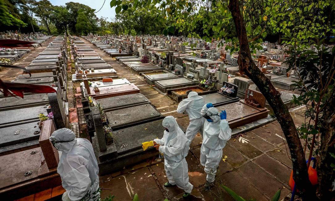 Brasil resgistrou quase 3 mil mortes pela Covid-19 nas últimas 24 horas (Foto: Silvio Avila/ AFP)