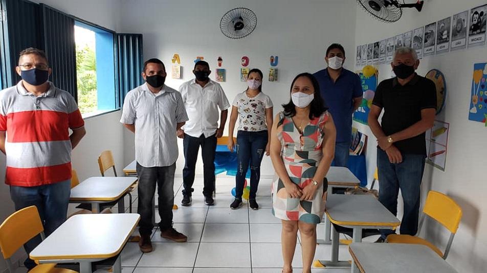 Prefeito recupera escola na zona rural       - Imagem 4