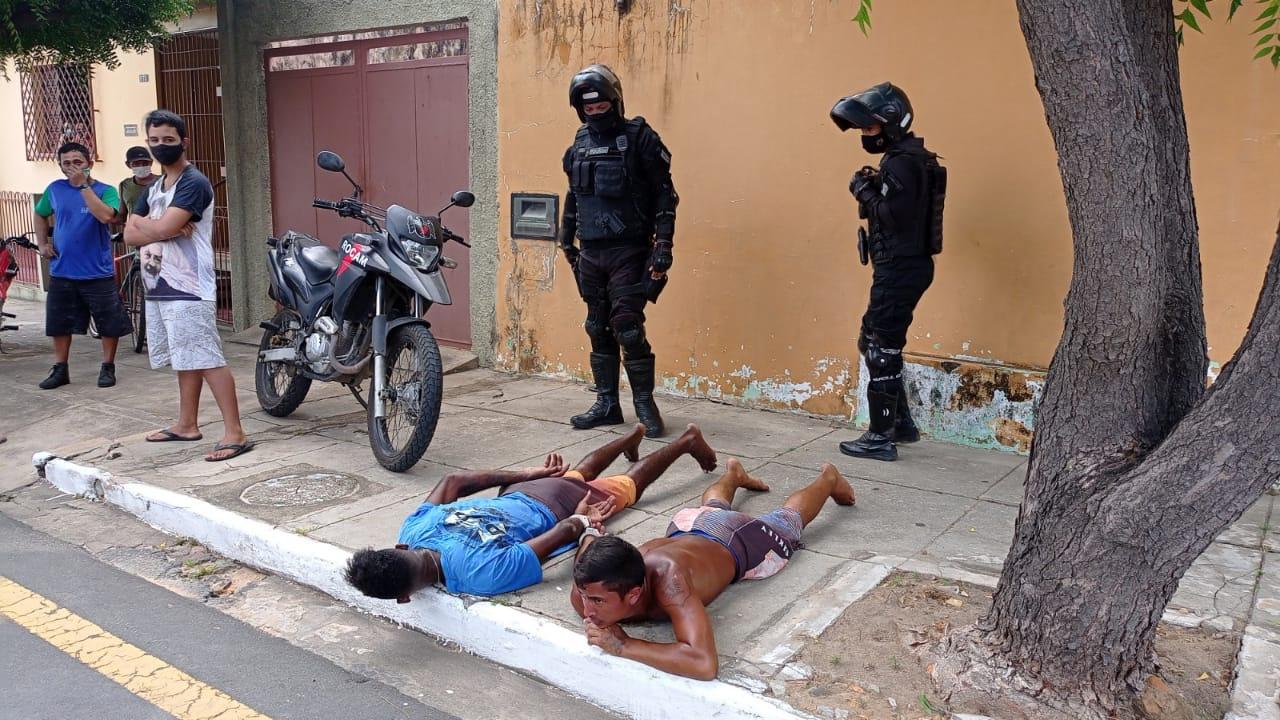 Suspeitos de assalto são espancados por populares em Parnaíba