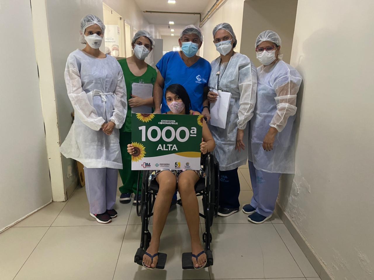 Íris Moura, de 27 aos, foi a alta de número 1.000 do Hospital Justino Luz