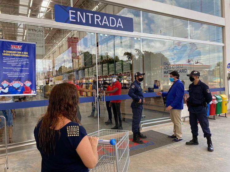 Supermercados vão poder ficar abertos até às 23h durante o final de semana no Piauí