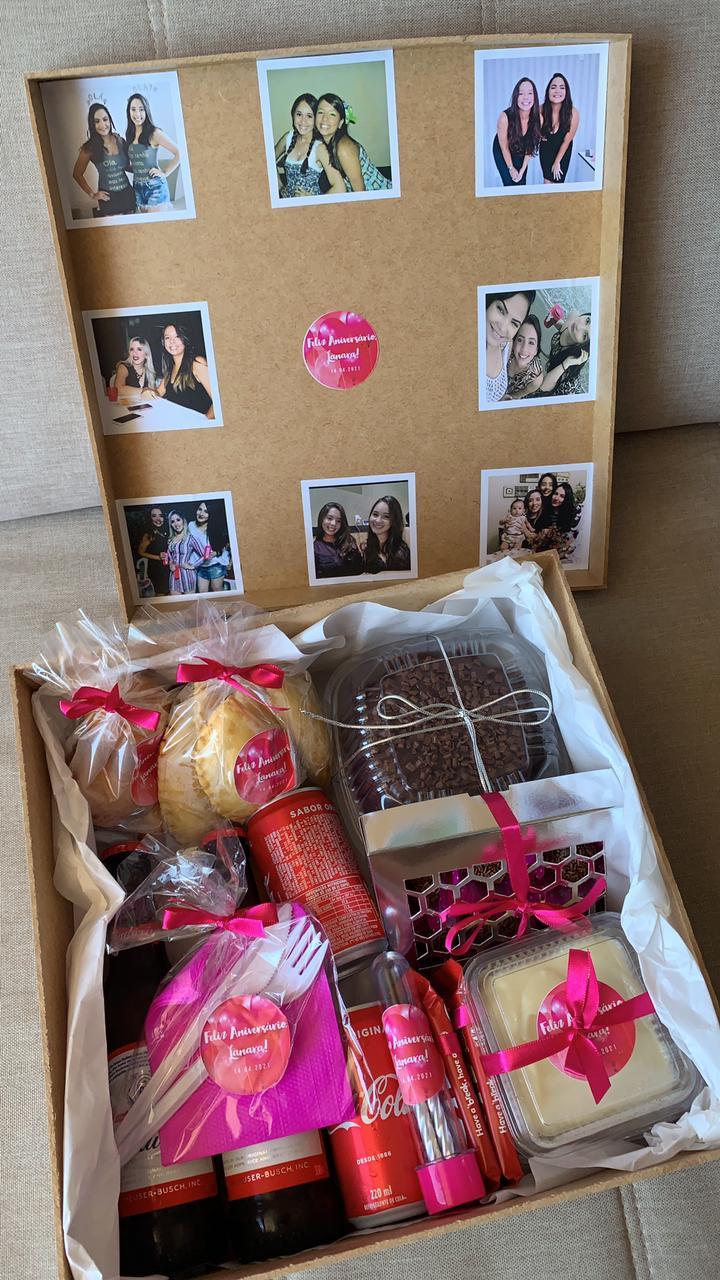 Yohana faz presentes personalizados
