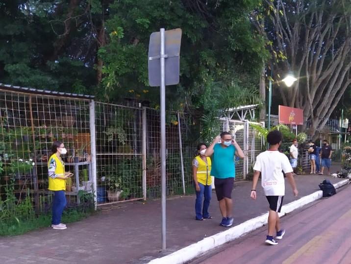 Ações educativas quanto ao uso de máscaras faciais na Avenida Marechal Castelo Branco, na zona Norte de Teresina