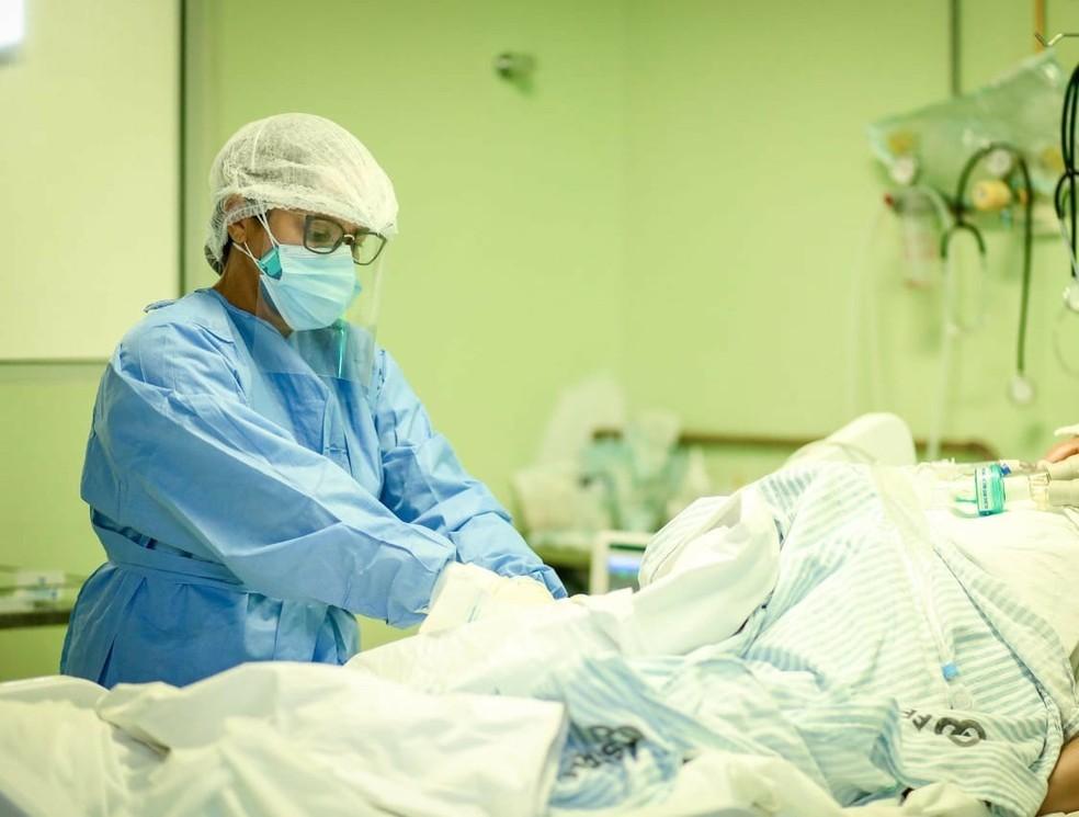 Paciente em leito de hospital