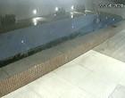 Vídeo mostra piscina desabando em garagem de condomínio; assista
