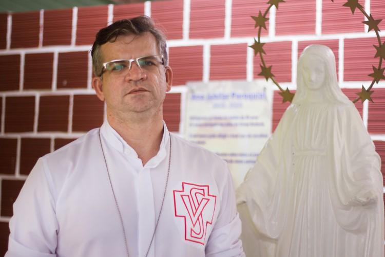 Padre Gilvan dá testemunho sobre a dor da perda por Covid-19 (Foto: Fernanda Barros )