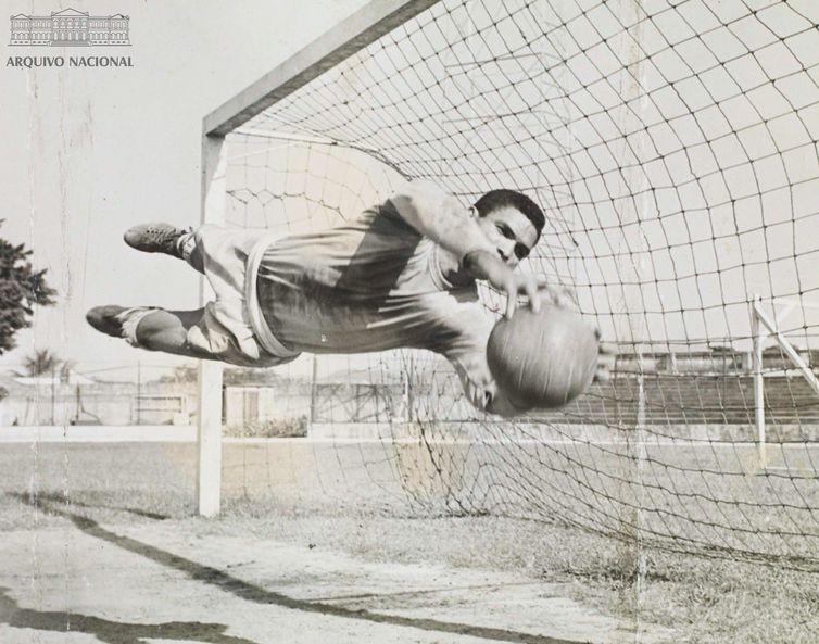 Hamilton Correia Arruda, o Manga, um dos goleiros que marcaram o futebol/Acervo Arquivo Nacional
