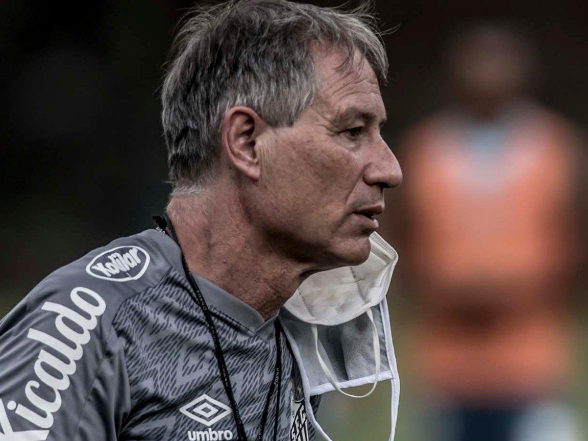 Ariel Holan pediu que o jogo contra o Boca fosse o último sob o comando do time - Foto: Ivan Storti/Santos
