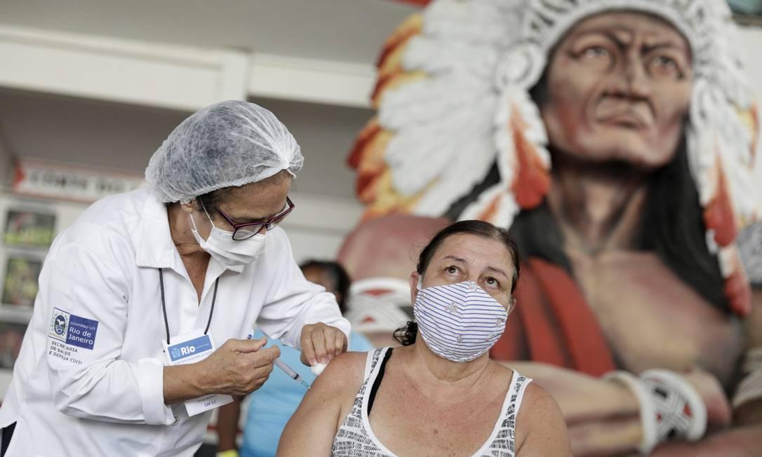 Vacinação no Rio de Janeiro (Foto: Agência O Globo)