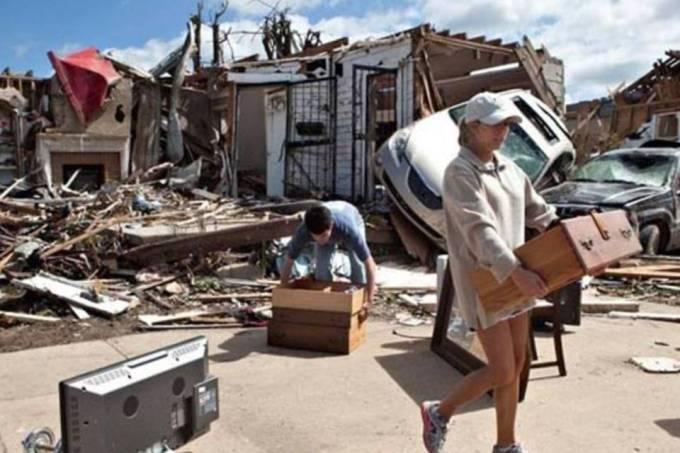 Tornados varrem o Sudeste dos EUA e deixam 300 pessoas mortas - Imagem 3