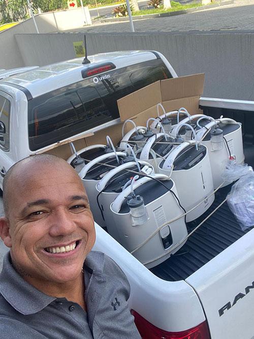 Equipe de Whindersson Nunes está em Teresina para fazer doação de equipamentosEquipe de Whindersson Nunes está em Teresina para fazer doação de equipamentos