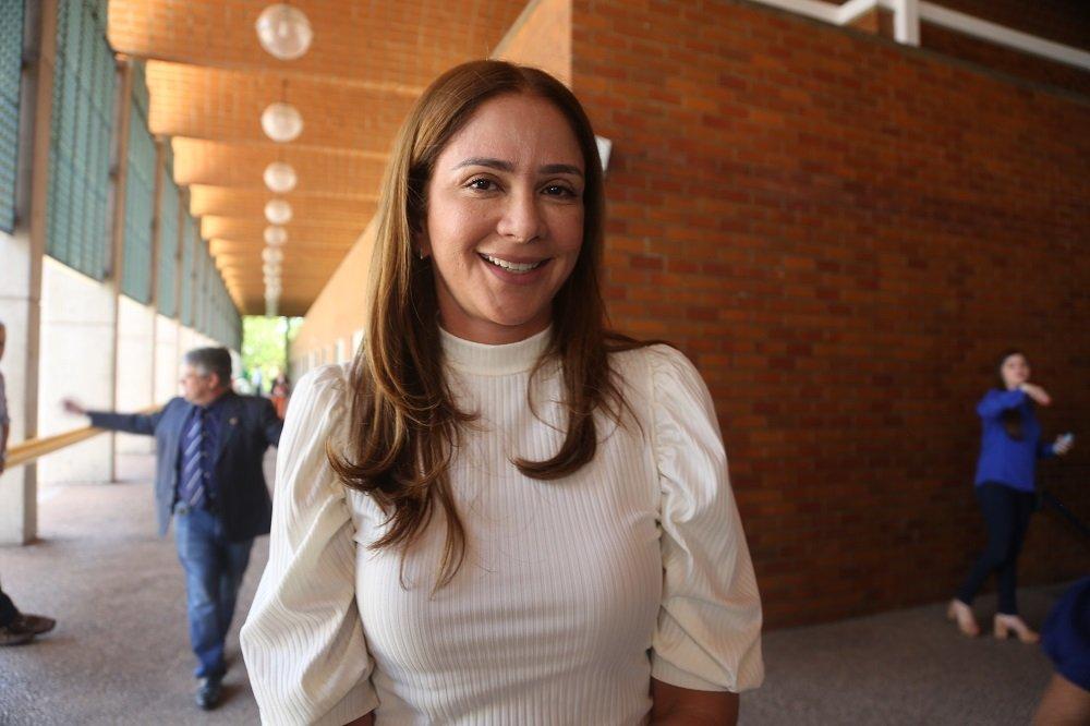 Lucy Soares tem celular clonado e pede que desconsiderem mensagens de Whatsapp - Foto: Efrém Ribeiro