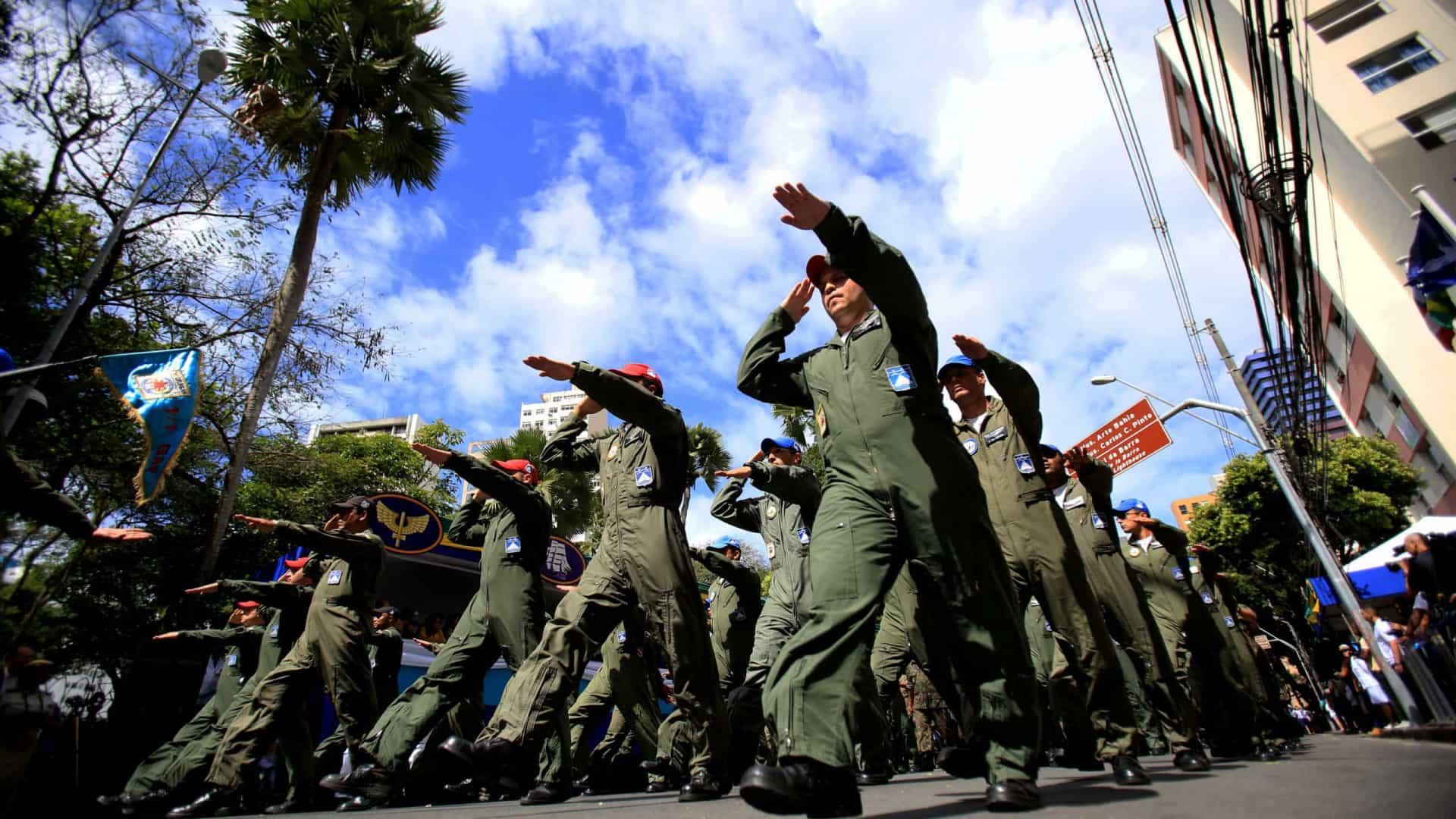 Para Bolsonaro, Forças Armadas podem ser aliadas na vacinação (Crédito: Shutterstock)