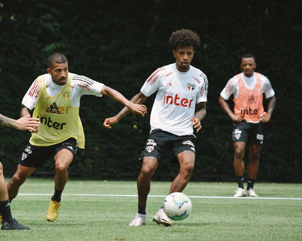 Tchê Tchê em treino do São Paulo — Foto: Erico Leonan / saopaulofc.net