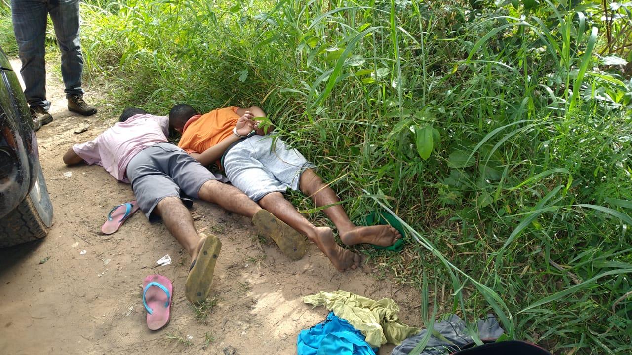 Jovens presos com arma de fogo próximo a avenida parnarama, em Timon - Foto: Divulgação/PC-MA