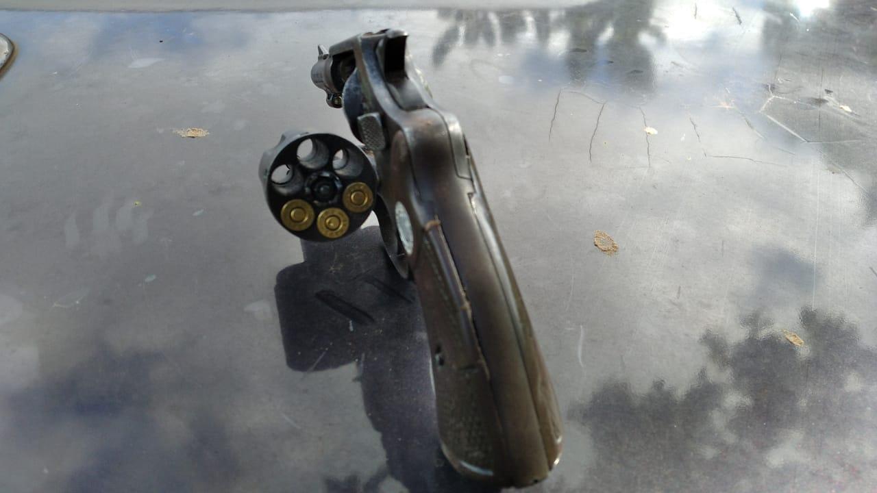 Arma apreendida com os suspeitos de roubo de motocicletas na avenida Parnarama, em Timon - Foto: Divulgação /PC-MA