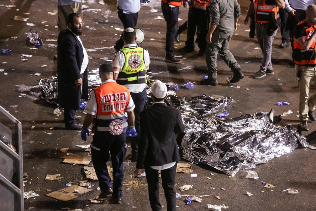 Vários mortos ainda não foram identificados (Foto: Reuters)