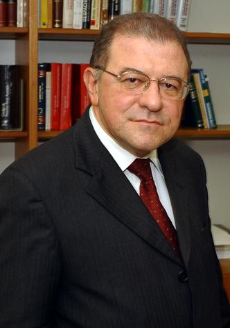 Morre o ex-ministro do STJ Paulo Medina, vítima da covid-19