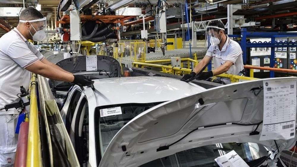"""""""Empresas estão em espera. Não estão demitindo, mas estão examinando o mercado"""", diz analista — Foto: Getty Images/Via BBC"""