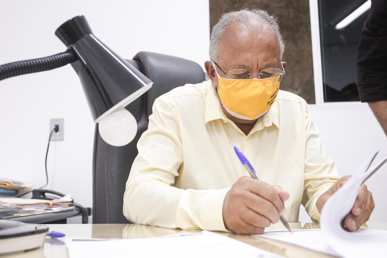 Prefeito Dr. Pessoa inclui novos profissões como prioridade