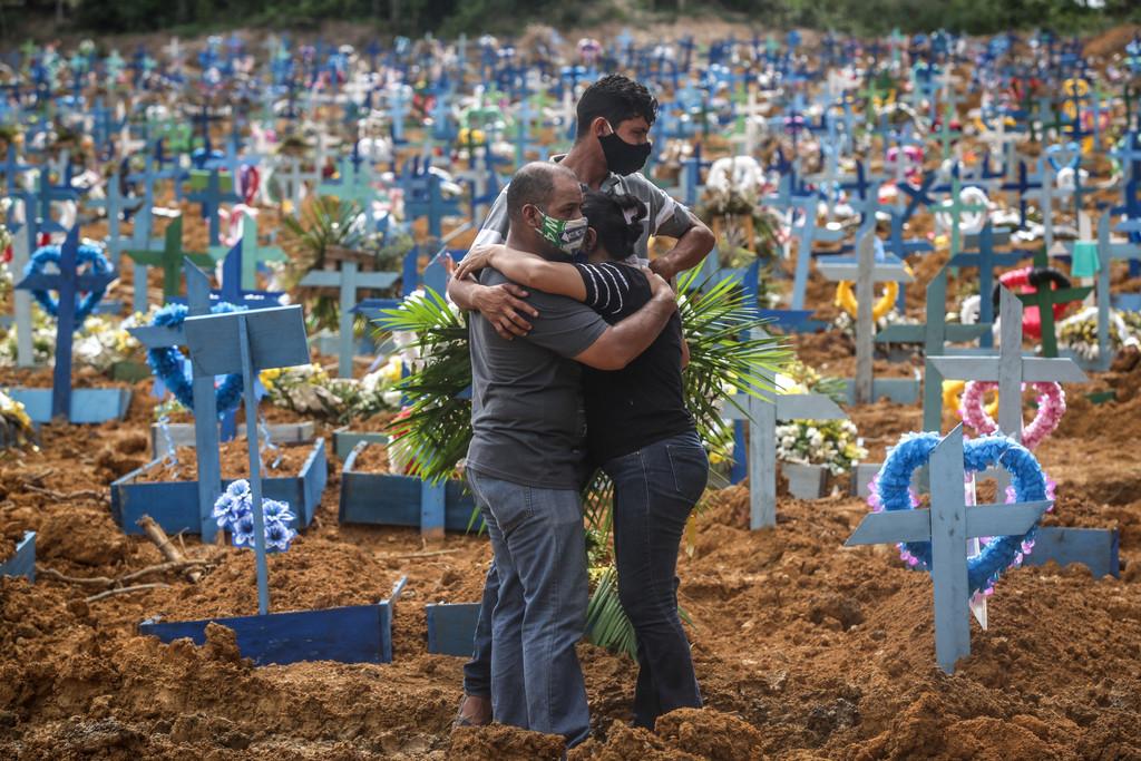 """Autoridades estão preocupadas com os """"rumos"""" da Covid-19 / Foto: André Coelho/Getty Images"""