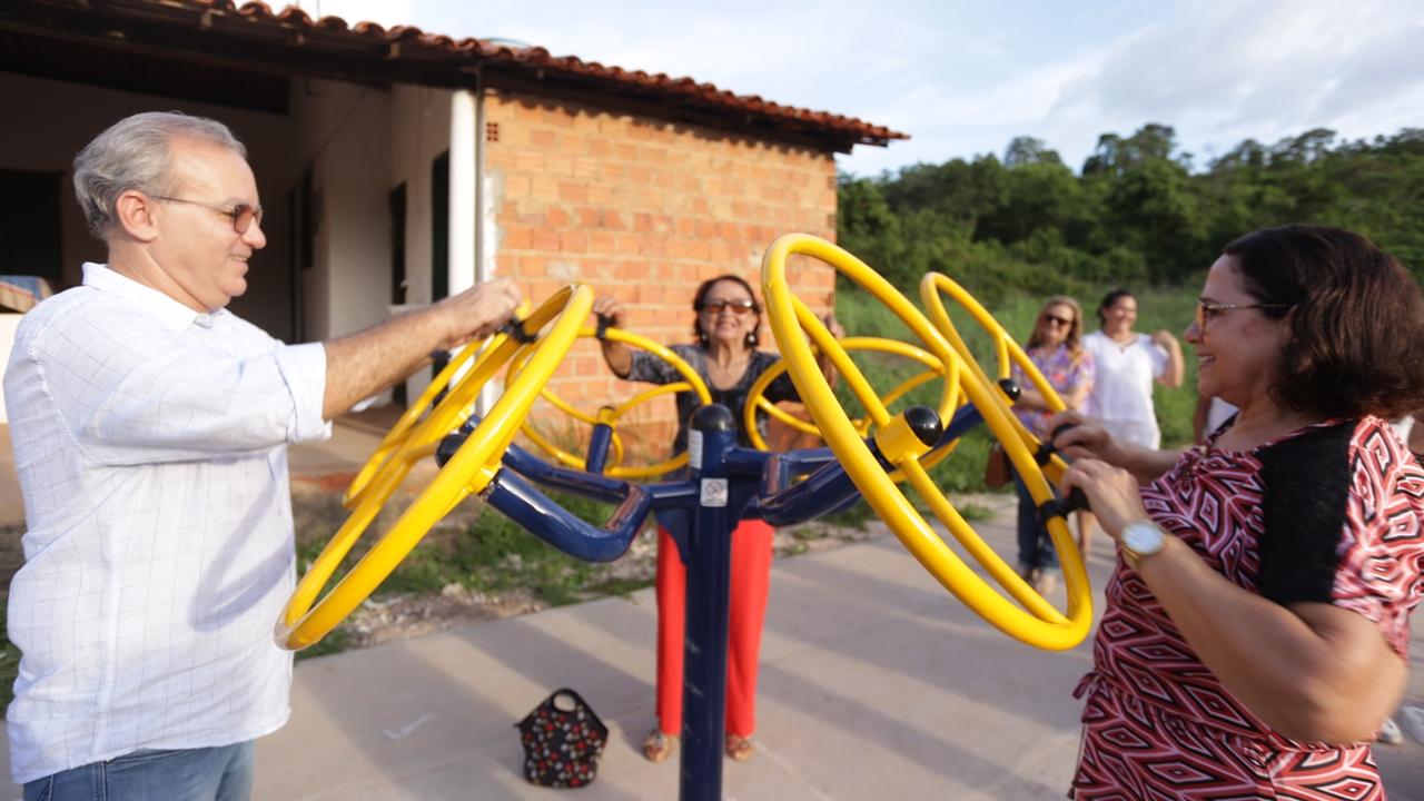 Firmino inaugura academia popular na zona rural de Teresina (Foto: Ascom/PMT)